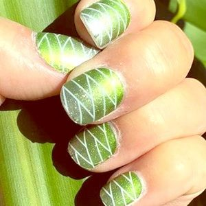 Jamberry: 1 FULL SHEET Glittering Greenery